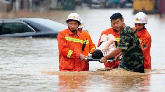 Chiny - Silne opady na południu kraju, co najmniej 25 osób nie żyje