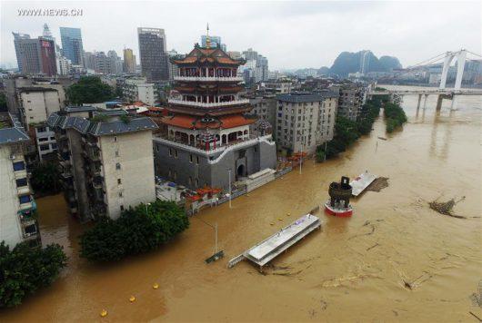 Chiny - Silne opady na południu kraju, co najmniej 25 osób nie żyje -7