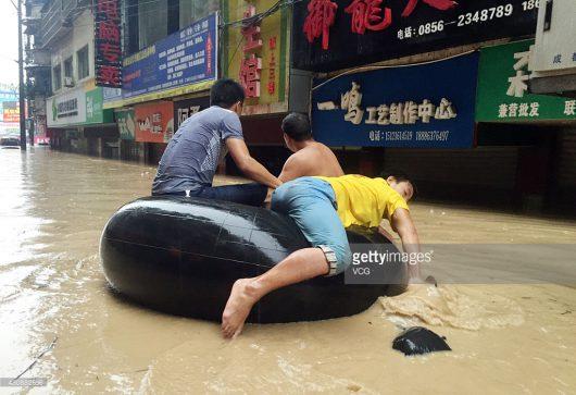 Chiny - Silne opady na południu kraju, co najmniej 25 osób nie żyje -8