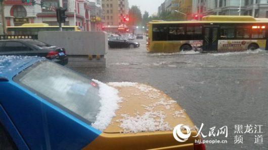 Chiny - Ulewy i gradobicie w Harbin -5