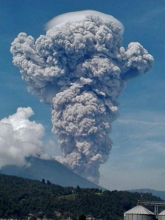Erupcja wulkanu Santiaguito 17.06.2016 2