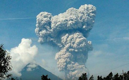 Erupcja wulkanu Santiaguito 17.06.2016