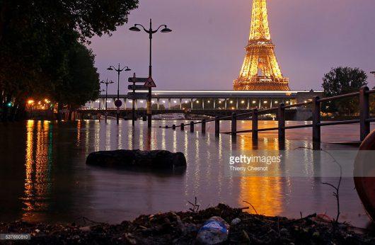 Francja - Wydano najwyższy alert pogodowy, w Paryżu poziom wody w Sekwanie jest najwyższy od 34 lat -1