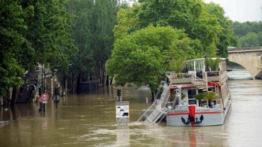 Francja - Wydano najwyższy alert pogodowy, w Paryżu poziom wody w Sekwanie jest najwyższy od 34 lat -2