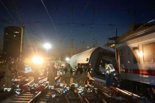 Liege, Belgia - W sygnalizację kolejową uderzył piorun, wkrótce po tym pociąg osobowy wjechał w tył składu towarowego -1
