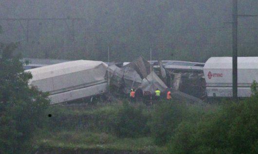 Liege, Belgia - W sygnalizację kolejową uderzył piorun, wkrótce po tym pociąg osobowy wjechał w tył składu towarowego -2