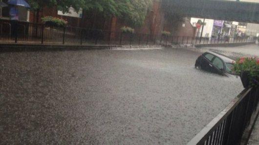 Londyn, UK - W ciągu godziny spadło 35 lmkw deszczu -1