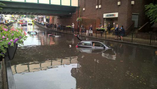 Londyn, UK - W ciągu godziny spadło 35 lmkw deszczu -2