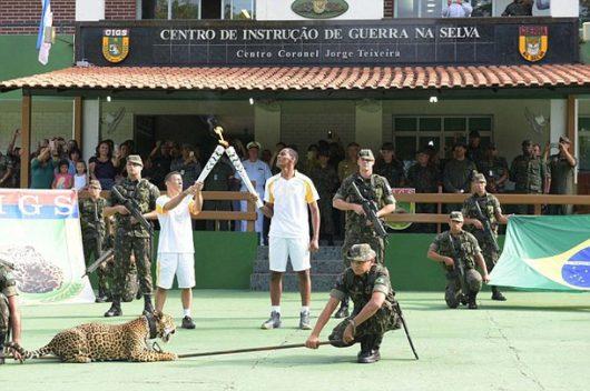 Manaus, Brazylia - Jaguar Juma brał udział w ceremonii zapalenia znicza olimpijskiego -5