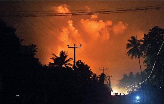 Salawa, Sri Lanka - W jednym z największych w kraju składów amunicji doszło do pożaru i wybuchów -1