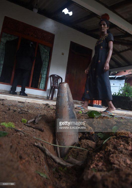 Salawa, Sri Lanka - W jednym z największych w kraju składów amunicji doszło do pożaru i wybuchów -5