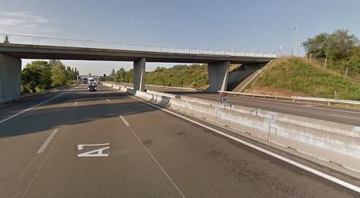 Saulce-sur-Rhone, Francja - Autokar wiozący turystów z Hiszpanii do Czech został ostrzelany z broni myśliwskiej -2