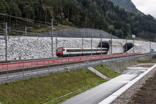Szwajcaria - Po 17 latach budowy otwarto najdłuższy tunel świata -1