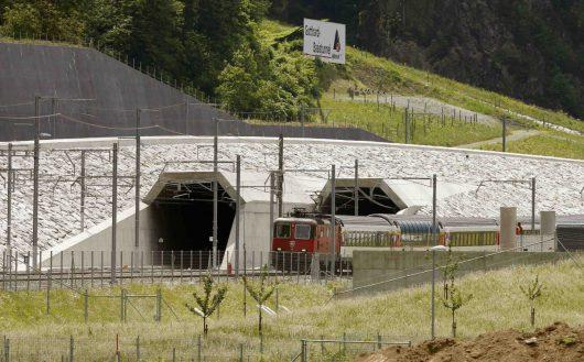 Szwajcaria - Po 17 latach budowy otwarto najdłuższy tunel świata -3