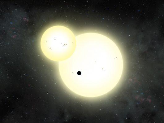 Tak może wyglądać zaćmienie jednej gwiazdy przez drugą i równoczesny tranzyt planety Kepler-1647 b /NASA//Lynette Cook