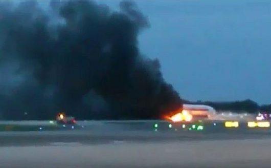 Tuż po wylądowaniu zapaliło się skrzydło amolotu Singapore Airlines 1