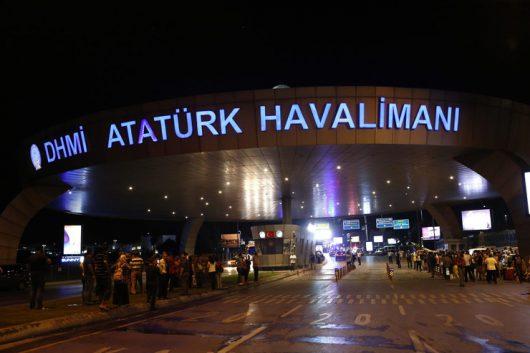 Turcja - Dwie eksplozje i strzelanina na lotnisku Ataturka w Stambule