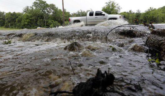 USA - Ogromna powódź w Teksasie zabiła już 16 osób -1
