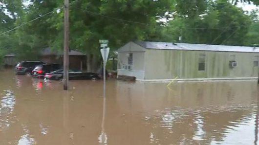 USA - Ulewne deszcze spowodowały powódź w Teksasie -13