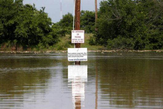 USA - Ulewne deszcze spowodowały powódź w Teksasie -2