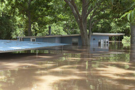 USA - Ulewne deszcze spowodowały powódź w Teksasie -7