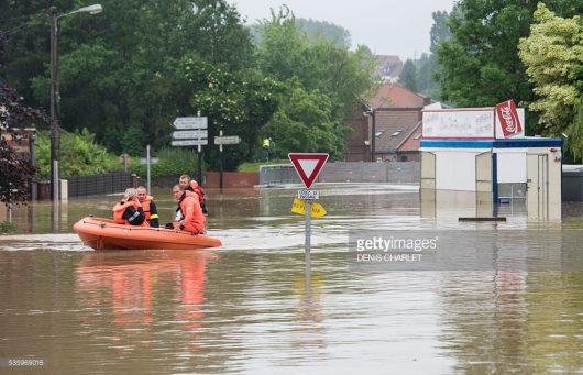 Ulewne deszcze i powodzie we Francji -6