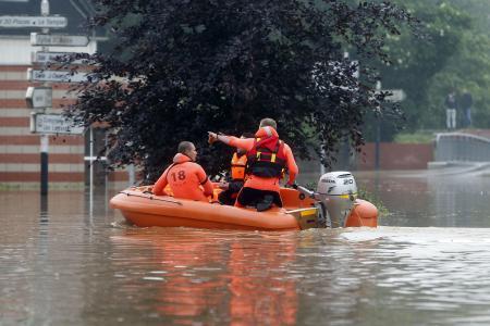 Ulewne deszcze i powodzie we Francji -8