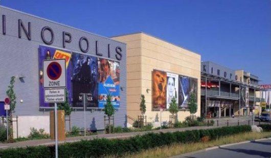 Viernheim, Niemcy - Uzbrojony mężczyzna wtargnął do kina, kilkadziesiąt osób rannych -3