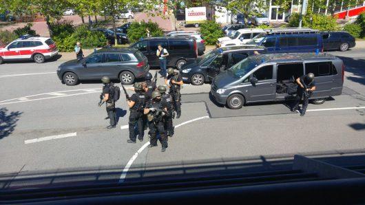 Viernheim, Niemcy - Uzbrojony mężczyzna wtargnął do kina, kilkadziesiąt osób rannych -7