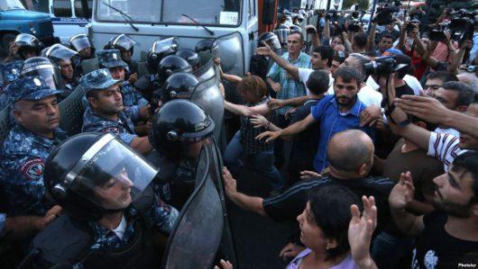 Armenia - Coraz groźniejsza sytuacja w Erywaniu -2