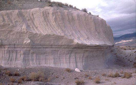 Bishop Tuff w Kalifornii, w miejscu super erupcji. Kredyt; USGS