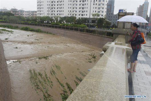 Chiny - Pekin sparaliżowany, pada bez przerwy od kilku dni -12