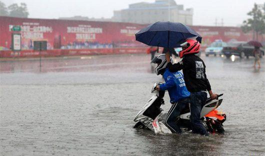 Chiny - Pekin sparaliżowany, pada bez przerwy od kilku dni -14