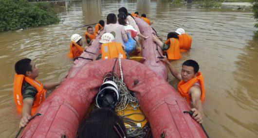 Chiny - Pekin sparaliżowany, pada bez przerwy od kilku dni -15