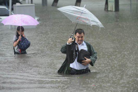 Chiny - Pekin sparaliżowany, pada bez przerwy od kilku dni -18