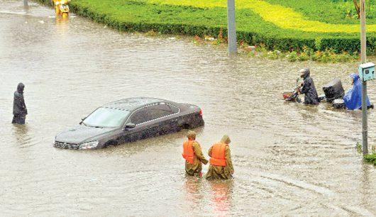 Chiny - Pekin sparaliżowany, pada bez przerwy od kilku dni -5