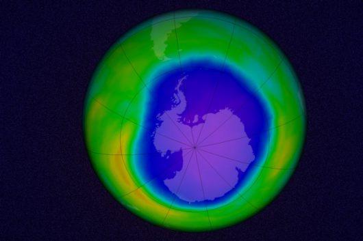 Symulacja dziury ozonowej nad Antarktydą, wykonane na podstawie danych pobranych w dniu 22 października 2015 r. Zdjęcie: Goddard Space Flight Center NASA (edytowane przez MIT)