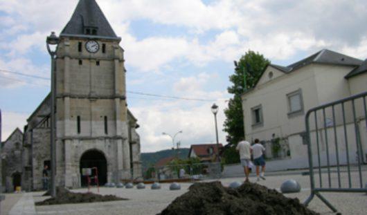 Francja - Dwóch nożowników zabiło księdza i wzięło zakładników w kościele w Normandii