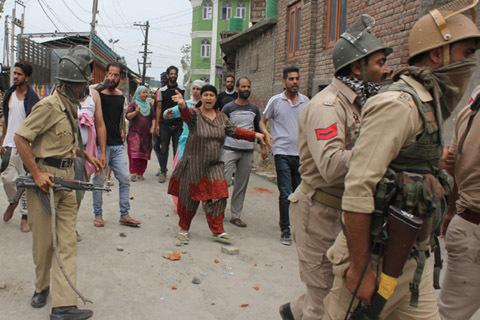Indie - W Kaszmirze od trzech dni trwają starcia -1