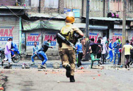 Indie - W Kaszmirze od trzech dni trwają starcia -2