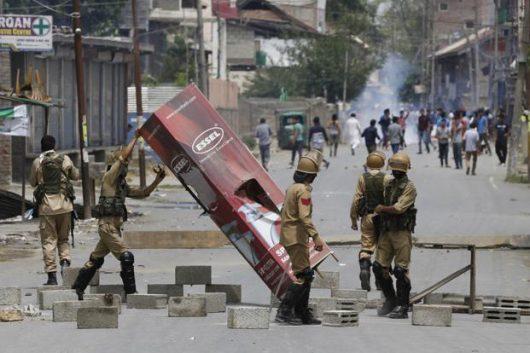 Indie - W Kaszmirze od trzech dni trwają starcia -3