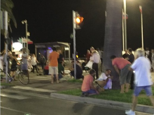 Nicea, Francja - Ciężarówka wjechała w tłum ludzi na promenadzie -1