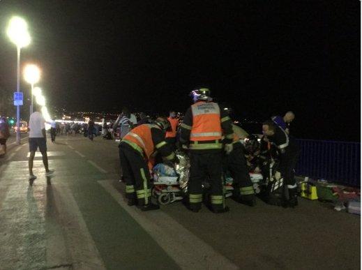 Nicea, Francja - Ciężarówka wjechała w tłum ludzi na promenadzie -3