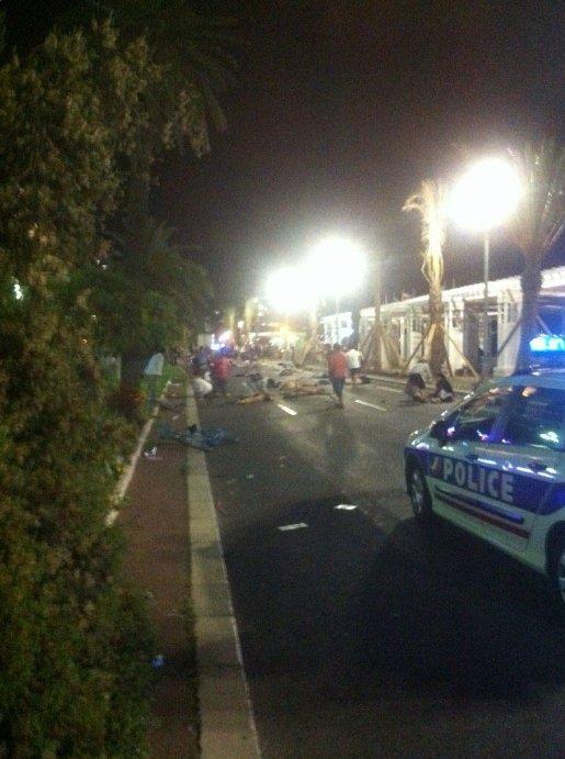Nicea, Francja - Ciężarówka wjechała w tłum ludzi na promenadzie