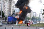 Niemcy - Po kolizji ze skuterem wybuchła ciężarówka na jednej z głównych ulic Berlina -4