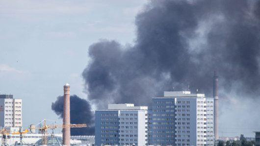 Niemcy - Po kolizji ze skuterem wybuchła ciężarówka na jednej z głównych ulic Berlina -5