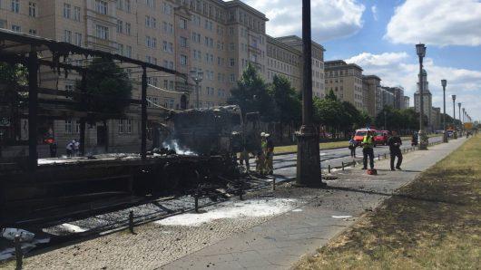 Niemcy - Po kolizji ze skuterem wybuchła ciężarówka na jednej z głównych ulic Berlina -6