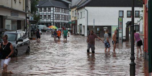Niemcy - Ponad metr wody na ulicach w Mechernich -1