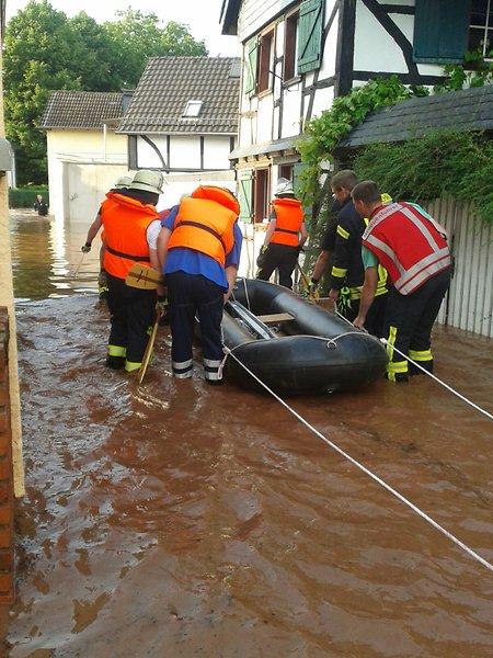 Niemcy - Ponad metr wody na ulicach w Mechernich -5