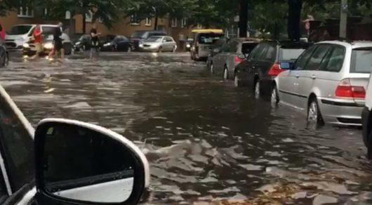 Niemcy - Ulewny deszcz nad Berlinem